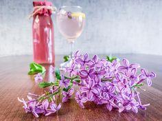 Šeříková limonáda – Le Monde Fleuri Lilac, Glass Vase, Food And Drink, Homemade, Table Decorations, Drinks, Home Decor, Spring, Flowers