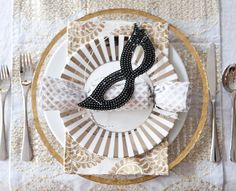 Love this masquerade themed table setting