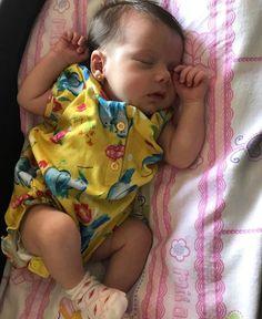 que fofuraaaaaa Cute Little Baby, Little Babies, Cute Babies, Cute Baby Pictures, Baby Photos, Real Life Baby Dolls, Cute Baby Wallpaper, Newborn Boy Clothes, Dream Baby