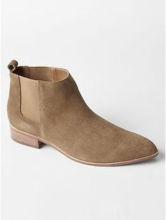 The Gap Chelsea boots. The best time to buy them is during their holiday sales.   #chelseaboots #booties #wetheclassy