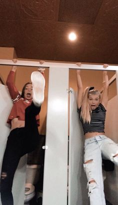 Why is this me in the gym locker rooms though like seriously - Best friend goals - Bff Pics, Cute Friend Pictures, Cute Bestfriend Pictures, Cute Summer Pictures, Beach Pictures, Family Pictures, Beautiful Pictures, Best Friend Fotos, Foto Best Friend