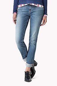 My Tommy Hilfiger NYE Denim in een middelblauwe wassing met een smalle pijp en normale taille. Licht vervaagde wassing op de knie voor een mooie ingedragen look. Deze jeans past overal bij, zowel overdag als 's avonds. <br/><br/>Ons model is 1,76 m en draagt Tommy Hilfiger jeans in maat W28/L32.