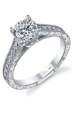 With a classic look that never goes out of style, Sylvie captures the beauty of love in this vintage-inspired ring.