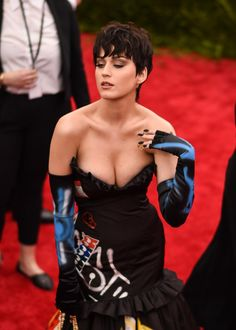Katy Perry se met à nu pour Moschino (Photo)