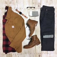 A thick flannel shirt paired with an heavy waxed canvas chore coat make a good workwear recipe for Winter. By @theamateurprofessional Do you think your most stylish friends would like that ? Tag them to ask :-)