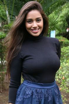 Nivetha Pethuraj was born on 30 November 1991 in Nelikuppam, Tamil Nadu, India. Furthermore she is an Indian film actress and model who appears primarily Bhojpuri Actress, Actress Pics, Indian Film Actress, South Indian Actress, Indian Actresses, Hot Actresses, Kerala Bride, South Indian Bride, Party Sarees