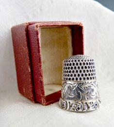 Antique thimble sterling chased scroll border by verna