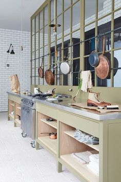 plain english kitchen An interesting trend in kitchen design, as of late, is the movement towards kitchens with open shelving, or even little or no storage above the countertop at Small Kitchen Storage, Kitchen Storage Solutions, Diy Kitchen, Kitchen Tools, Kitchen Organization, Kitchen Decor, Kitchen Ideas, Olive Kitchen, Kitchen Cabinets