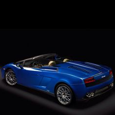 LA 2011: Lamborghini Gallardo LP550-2 Spyder---Yeah, blue.  Definitely, blue!!!