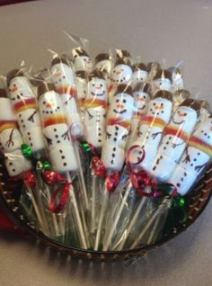 Easy Christmas Treats and Snacks for School Parties You'll Love Health & Fitness - Mastercrafter - DIY Christmas Ideas ♥ Homes Decoration Ideas Christmas Candy Crafts, School Christmas Party, Easy Christmas Treats, Christmas Sweets, Homemade Christmas Gifts, Simple Christmas, Christmas Gifts For Kids, Hygge Christmas, Christmas Classroom Treats