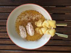 Soupe de mangue, brochettes de pommes confites et chantilly au pralin