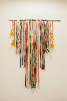 DIY wall hanging // tapestry. It would be so easy to make it a Native American pattern for a southwest style room!