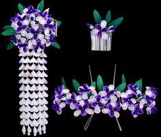 Un assortiment de hana-kanzashi pour le mois de mai avec des iris violets et des glycines