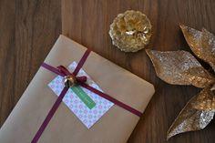 Paper Crane Adventures I Jingle Bells & Gift Tags via http://www.eatdrinkchic.com/