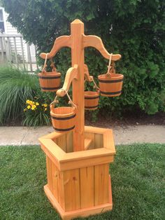 Nice hand made bucket planter.- Nice hand made bucket planter. Nice hand made bucket planter. Wooden Projects, Woodworking Projects Diy, Wooden Crafts, Wooden Diy, Woodworking Clamps, Woodworking Machinery, Woodworking Videos, Teds Woodworking, Diy Wooden Planters