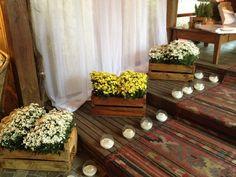 Caixote com flores marcando o caminho!!!