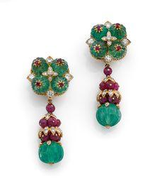 Van Cleef & Arpels  Rare pair of pendant earrings in 18K yellow gold (750)…