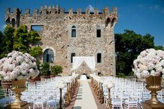 The Castle of Vincigliata near Florence has become one of my favourite wedding venues of Tuscany, and maybe of whole Italy. This medieval castle, located on top of a hill, immersed in the magnificent Tuscan countryside, as the perfect setting for their wedding in Tuscany.