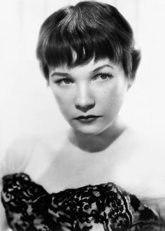 Shirley MacLaine, I loved her in Sweet Charity Old Hollywood Movies, Golden Age Of Hollywood, Vintage Hollywood, Hollywood Glamour, Hollywood Stars, Classic Hollywood, Hollywood Actresses, Shirley Maclaine, Cinema