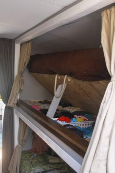 8 students renovated an old bus. Clothes storage under the bed!