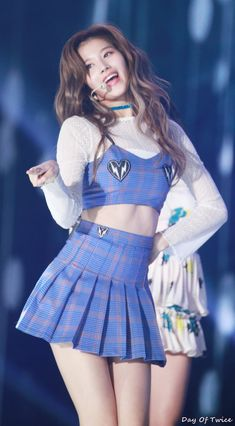 Twitter Kpop Girl Groups, Korean Girl Groups, Kpop Girls, Stage Outfits, Kpop Outfits, Cute Asian Girls, Beautiful Asian Girls, Twice Show, Korean Beauty