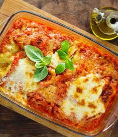 You won't even miss the meat in this delicious lasagne. A perfect, simple recipe to try for dinner parties that is an all-time classic. Lasagne Recipes, Keto Recipes, Vegetarian Recipes, Mozzarella, How To Make Lasagna, Baked Lasagna, Queso Cheddar, Homemade Lasagna, Cooked Cabbage