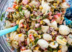 Gimme Delicious' Creamy Corn and Pea Pasta Salad has us ready for summer picnics! #ad