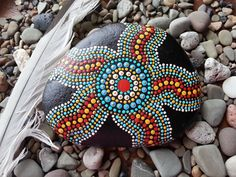 Dot Art on Stone Love the starfish pattern and colour