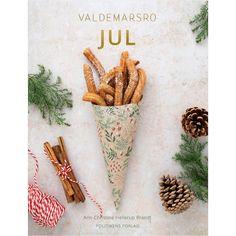 """Valdemarsro // Ann-Christine's Instagram photo: """"❤️NY KOGEBOG TIL EFTERÅRET ❤️ Årh hvor har jeg glædet mig til at dele denne spændende nyhed med jer! Min næste kogebog er en julebog, som…"""" Christmas Ornaments, Holiday Decor, Om, Instagram, Books, Libros, Christmas Jewelry, Book, Christmas Decorations"""