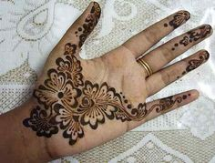 30 Beautiful Simple Arabic Mehndi Designs For Hands