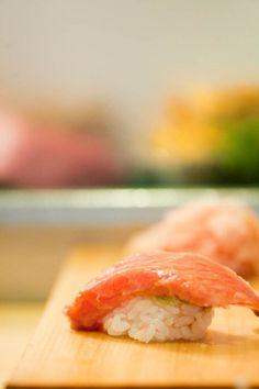 Tsukiji Fish Market and Some of the Freshest Sushi at Daiwa Sushi in Tokyo Fresh Sushi, Tsukiji, Love Food, Shrimp, Tokyo, Japan, Fish, Drink, Ethnic Recipes
