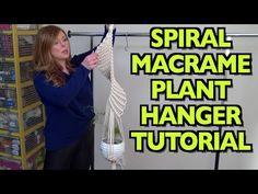 Knitting Patterns Modern Spiral Macrame Plant Hanger Tutorial with Crafty Ginger Macrame Plant Hanger Patterns, Macrame Plant Hangers, Macrame Patterns, Knitting Patterns, Macrame Art, Macrame Projects, Macrame Tutorial, Diy Tutorial, Diys