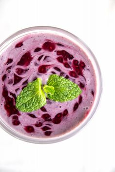 Blackcurrant CHIA and Mint Protein Smoothie - Wellness with Taryn Smoothie Recipes, Smoothies, Whole Food Recipes, Healthy Recipes, Protein Power, Healthy Mind And Body, Health And Nutrition, Healthy Lifestyle, Food Photography