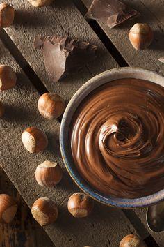 Domowa nutella zachwyca smakiem jeszcze bardziej niż ta, którą znajdziemy na sklepowej półce! Jej przygotowanie jest dziecinnie proste.