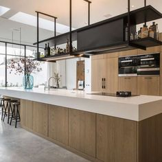 Contemporary style kitchen designs are among the methods to go. Kitchen Inspirations, Home Decor Kitchen, Kitchen Style, Rustic Kitchen Design, White Modern Kitchen, Kitchen Styling, Kitchen Remodel, Ikea Kitchen, Contemporary Kitchen