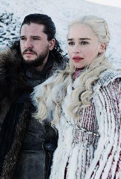 Kit Harington as Jon Snow and Emilia Clarke as Daenerys Targaryen in Game of Thrones Season 8 Jaime Lannister, Cersei Lannister, Daenerys Targaryen, Khaleesi, Game Of Thrones Saison, Game Of Thrones Premiere, Game Of Thrones Fans, Kit Harington, Sansa Stark