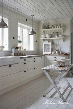 IMGP6590.JPG 1 071×1 600 pikseliä (white cottage kitchens shabby chic)