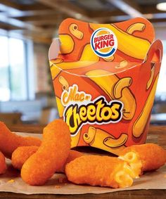 Burger King Mac-N-Cheetos . Behold – a dangerously cheesy Frankenfood unlike no other has arrived at Burger King! Made in the classic c. Fried Mac And Cheese, Mac And Cheese Bites, Macaroni Cheese, Mac Cheese, Fried Macaroni, Mac And Cheetos, Cheetos Flavors, Bebidas Energéticas Monster, Cute Food