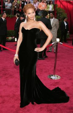 What 12 Hollywood Stars Wore To Their First Oscars - Beyoncé Knowles In 2005