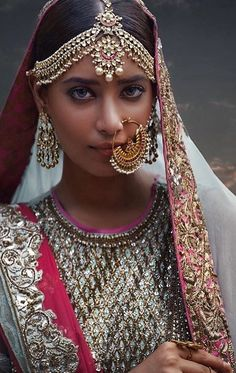 Gorgeous #indianbride Indian wedding jewelry  ❤❤♥For More You Can Follow On Insta @love_ushi OR Pinterest @ANAM SIDDIQUI ♥❤❤ Pakistani Jewelry, Indian Wedding Jewelry, Indian Wedding Outfits, Pakistani Bridal, Indian Bridal, Indian Outfits, Bride Indian, Indian Jewelry, Bridal Jewellery