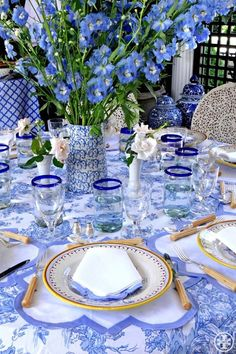 Blue & white #tablescape. Love the #pattern and #flowers!