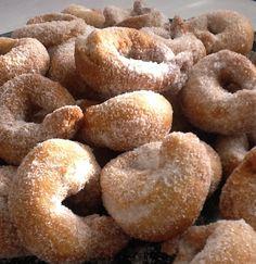 Roscos de Ron.    http://frivolidadesdelkioscodelparque.blogspot.com.es/2013/10/roscos-de-ron.html