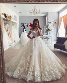 Off-the-shoulder Ivory Lace Dresses for Wedding 2020 vestido de novia Kleid, Reken Maar Reken MaarReken MaarA-Linie/Princess-Linie V-Ausschnitt Kapelle-schleppe Chiffon Brautkleid mit Spitze Perlenstickerei . Wedding Dresses Photos, Princess Wedding Dresses, Dream Wedding Dresses, Bridal Dresses, Princess Bridal, Queen Wedding Dress, Ball Gown Wedding Dresses, Disney Inspired Wedding Dresses, Floral Wedding Dresses