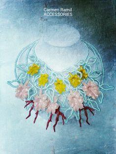 Collar con campanillas y coral de Carmen Ramil