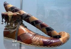STRANGE OLDE KNIVES AND DAGGERS - THE COURT JESTER'S KNIFE AND SHOE!