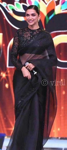 Bollywood actress Deepika padukone in black saree Black Saree Designs, Saree Jacket Designs, Fancy Blouse Designs, Saree Wearing Styles, Saree Styles, Indian Attire, Indian Wear, Deepika Padukone Saree, Saree Jackets