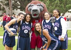 Members of the women's basketball team are all smiles with Iggy.
