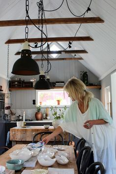 Elin Lannsjö manufactures porcelain and invites us to discover her delightful little cottage. via : elin lanns. Exposed Trusses, Exposed Ceilings, Black Kitchens, Rustic Kitchens, White Ceiling, Kitchen Shelves, Modern Rustic, Kitchen Interior, Decoration