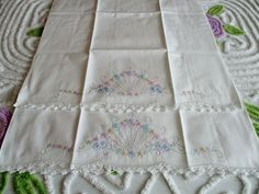 Vintage Pair of Pastel Daisy Flowers Fan Design Pillow Cases in Excellent Cond