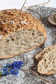 Sonnenblumenkernbrot backen - Rezept: Wer einfach Brot backen möchte, für den eignen sich besonders Topfbrot Rezepte. Dieses Brot mit Körnern braucht nur wenig Gehzeit und ist somit schnell gemacht. Bread, Dessert, Food, Baked Goods, Food Food, Bread Baking, Kuchen, Brot, Deserts